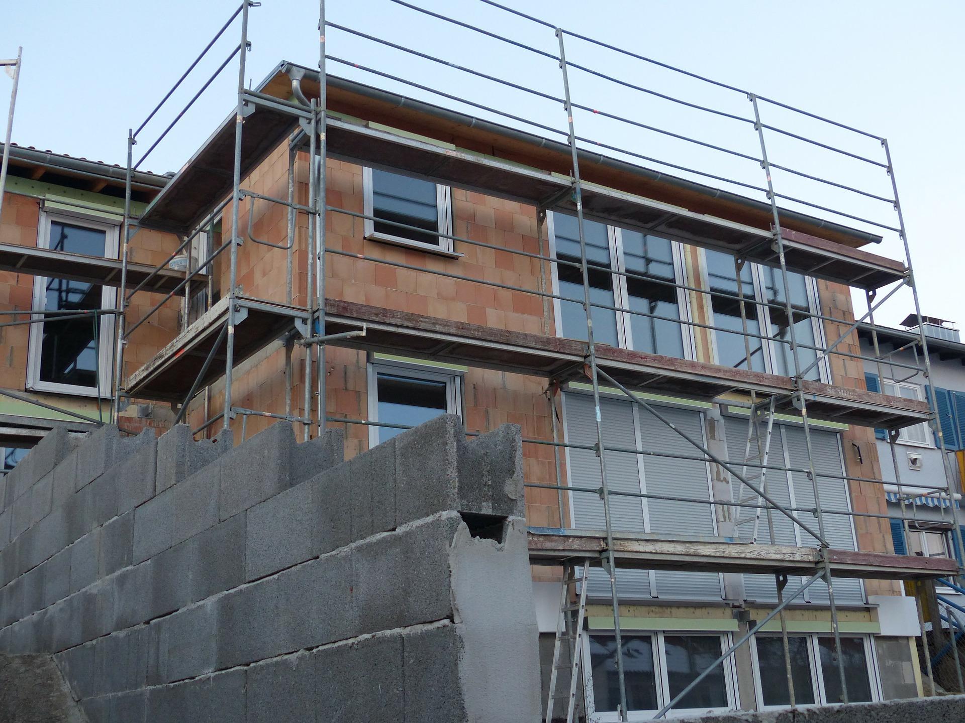 baustelle-gerüst-renovieren-umbauen-nwb immobilien