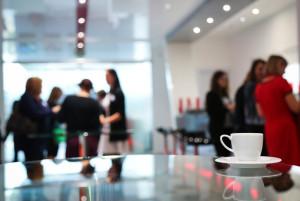 kaffeepause-konferenz-frauen-treffen-büro-geschäft-nwb immobilien
